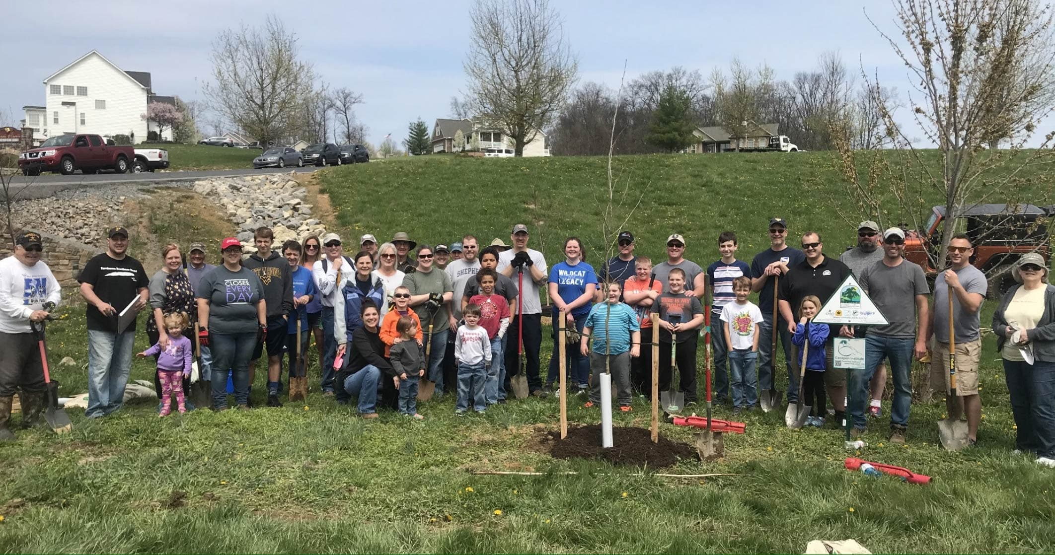 Apple Knolls HOA lives up to its namesake by planting trees!